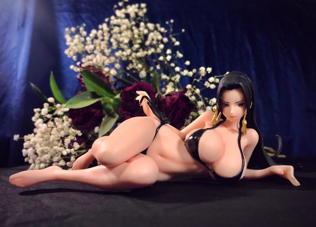 Boa Hancock figure rests on table with bouquet